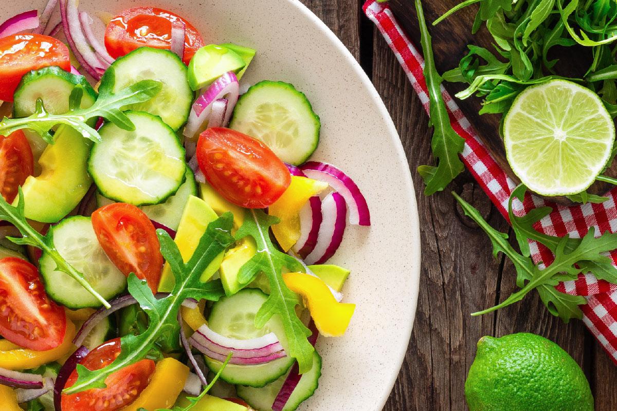 Recept salade van tomaat, paprika, tomaat en rode ui | DGA | Groene bedrijfscatering