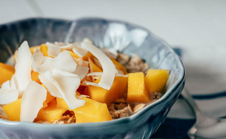Ontbijt recept havermoutpap-met-blauwe-bessen en amandelen | DGA Groene Bedrijfscatering