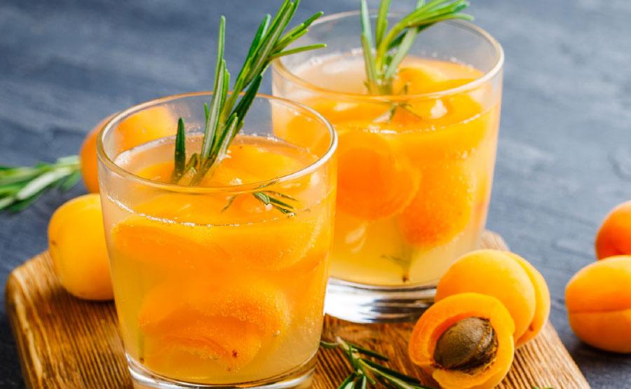 Recept Juni Sappen en smoothie | Selderij-met-bosvruchten en havermelk | DGA Groene Bedrijfscatering