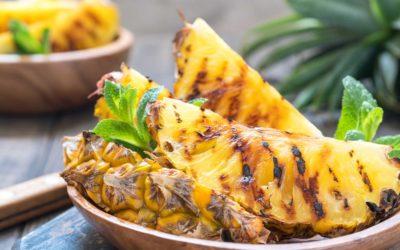 Griekse yoghurt met gegrilde ananas en honing