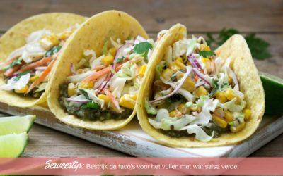 Biologische taco's met maïs-wortel salade