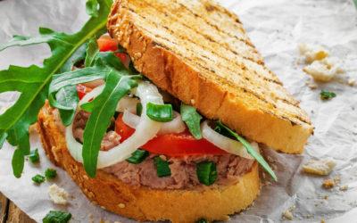 Broodje vegetarische tonijnsalade met lenteui