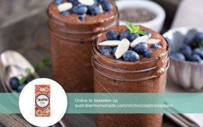 Chocolademousse met blauwe bessen en amandel