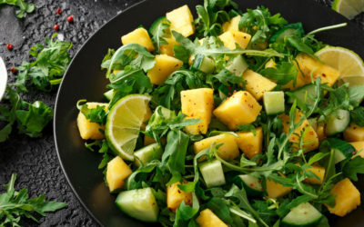 Salade rucola, ananas en komkommer
