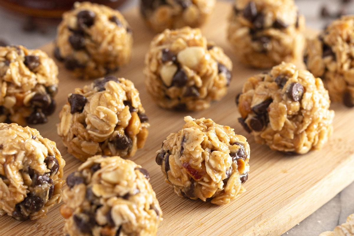 Havermoutbollen met pindakaas en chocoladestukjes DGA bedrijfscatering recepten