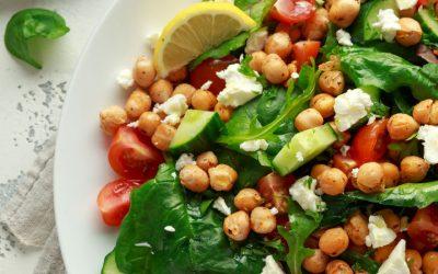 Salade met geroosterde kikkererwten en feta