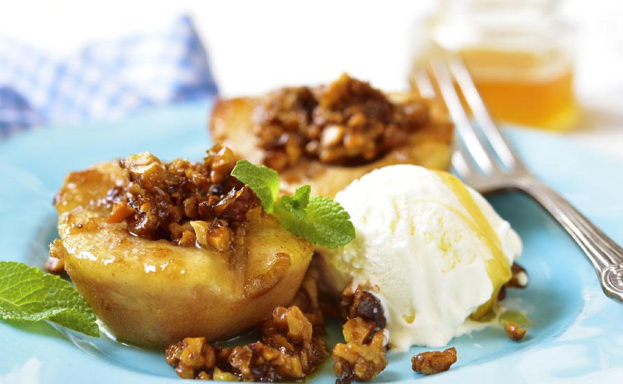 Gekarameliseerde peer met walnoot en vanille ijs | De Groene Artisanen | Bedrijfscatering