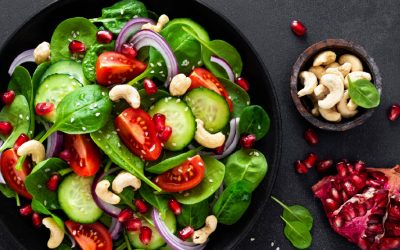 Salade spinazie, komkommer tomaat en rode ui
