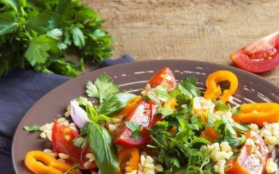 Parelcouscous met paprika, tomaat en rode ui