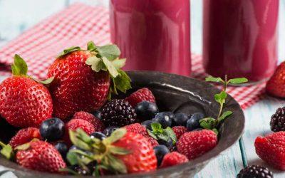 Smoothie bramen, zwarte bessen en aardbeien