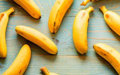 Suikervrij bananenijs met verse aardbeien