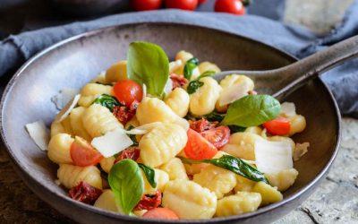 gnocchi met spinazie, tomaat en parmezaan